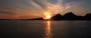 Sonnenuntergang hinter einer Inselgruppe