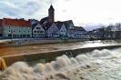 Der Neckar hatte am Mittwoch Vormittag noch ordentlich Wasser vor der Kulisse der Häuser in Nürtingen